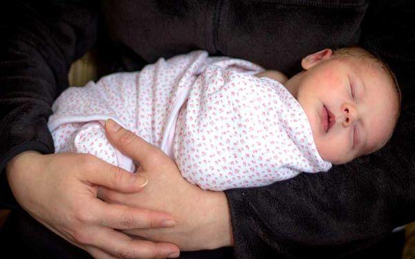 قنداق کردن نوزاد