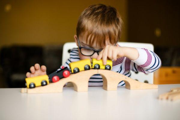 بیماری اوتیسم چیست و چه علائمی دارد