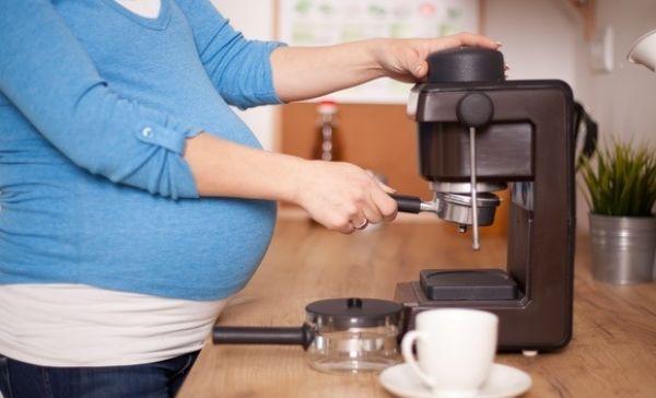 مصرف کافئین در بارداری ضرر دارد؟