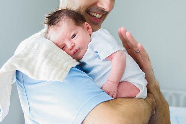 آروغ گرفتن از نوزاد