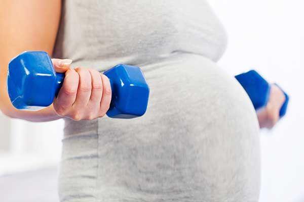 تمرینات ورزشی برای کاهش دردهای بارداری و زایمان