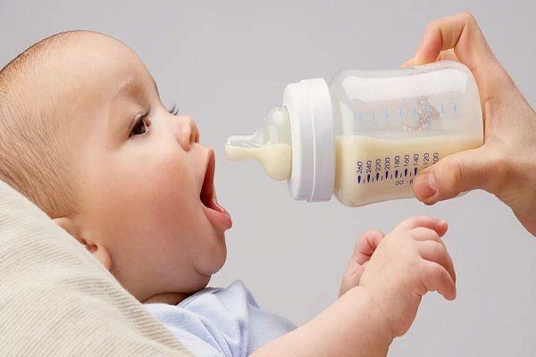 عادت دادن نوزاد به شیر خشک
