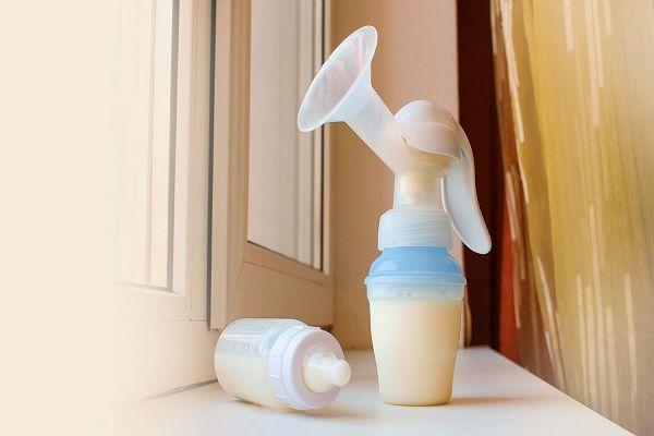 پمپ کردن یا دوشیدن شیر مادر