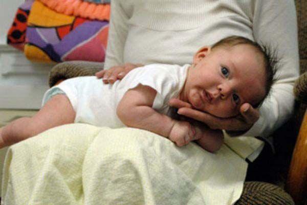 علت سخت آروغ زدن نوزاد