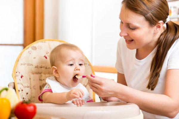 غذا دادن به کودک 9 ماهه