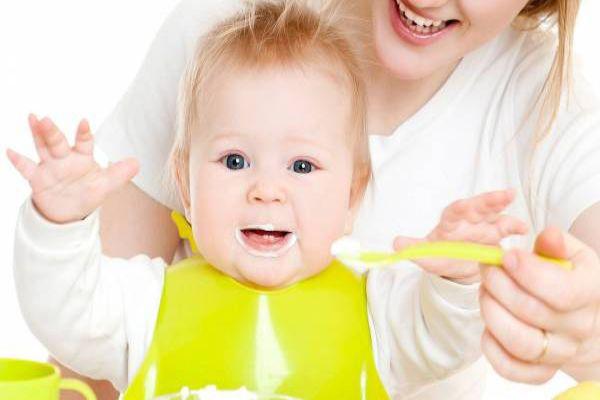 غذا دادن به نوزاد از کی شروع میشه
