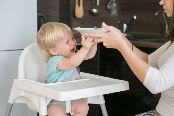 عوارض غذا دادن اجباری به کودک