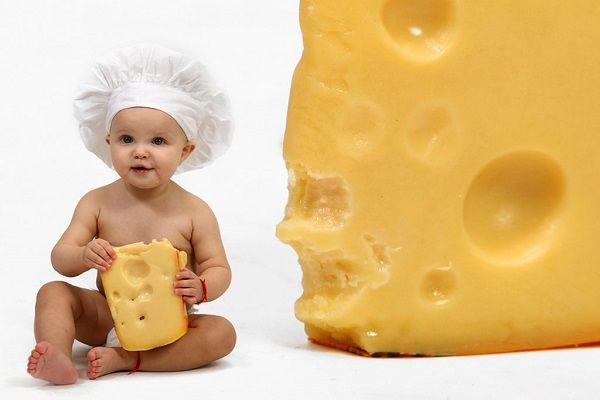 از چه سنی میتوان به کودک پنیر داد