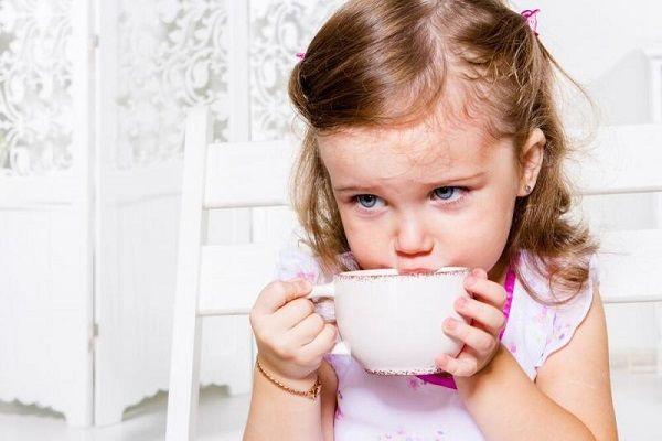 از چه سنی میتوان به کودک چای داد