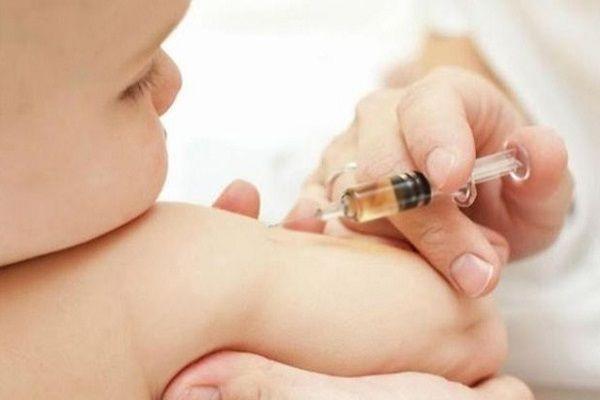 عرق سرد نوزاد بعد از واکسن