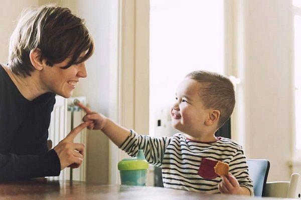 علائم هشداردهنده تاخیر تکاملی زبانی و ارتباطی در کودک