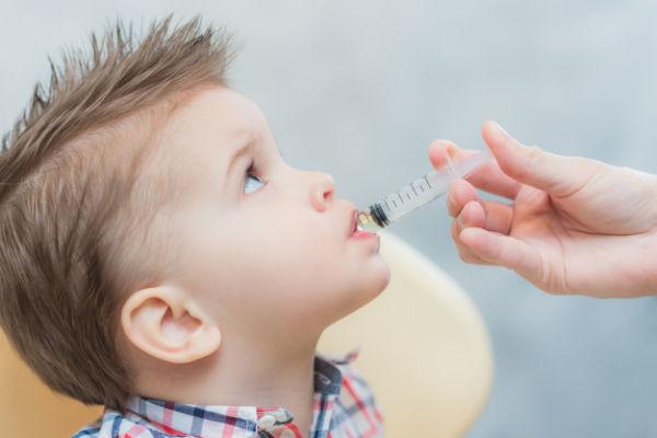 از چه سنی باید به کودک شیرخوار مکمل ویتامین داد؟