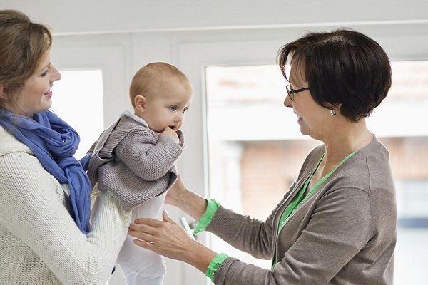 مزایا و معایب داشتن پرستار بچه
