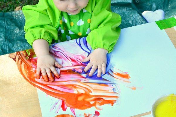 نقاشی کودک شیرخوار