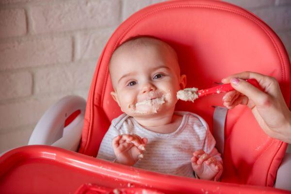 کودک از چه سنی میتواند سرلاک برنج بخورد؟