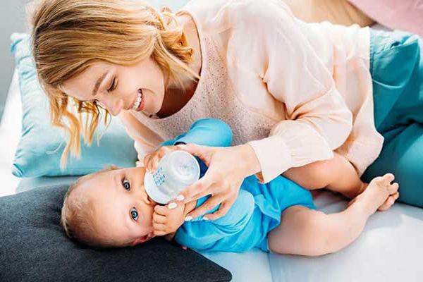 مخلوط شیر خشک و شیر مادر