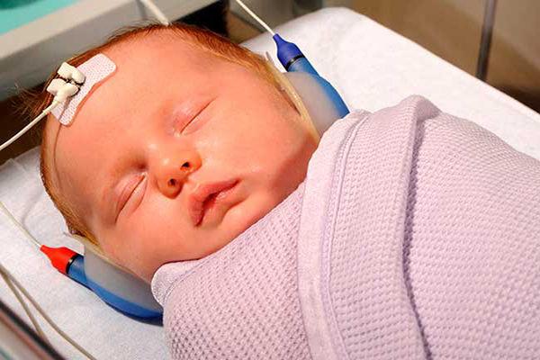 تست شنوایی نوزاد تازه متولد شده