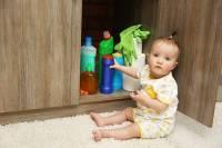 مسمومیت کودکان با مواد شیمیایی خانگی