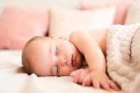 علت عرق كردن سر نوزاد هنگام خواب