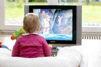 غذا دادن به کودک با تلویزیون