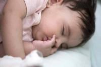 نکات خواب کودک از شش تا نه ماهگی